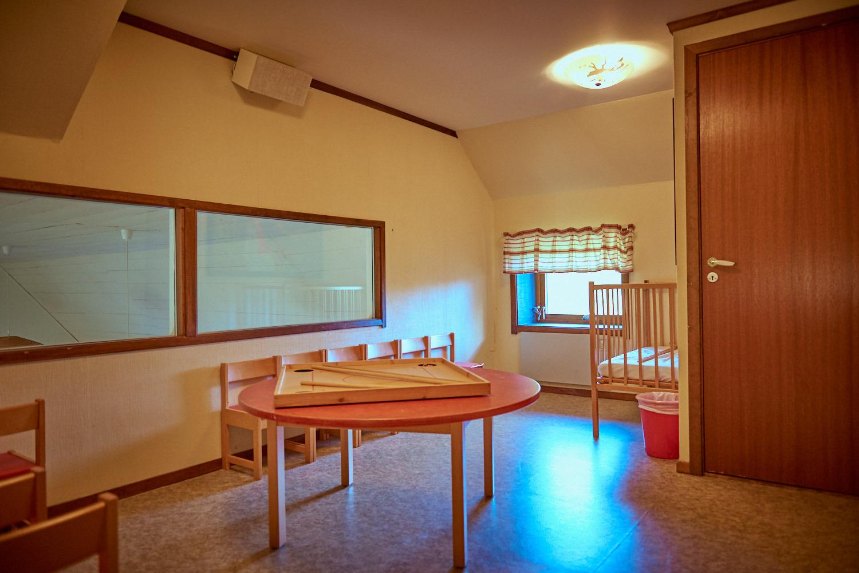 Visar Barnvaktsrum på Sunnerbogården